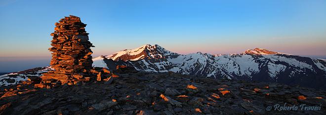 Primeras luces en las cumbres