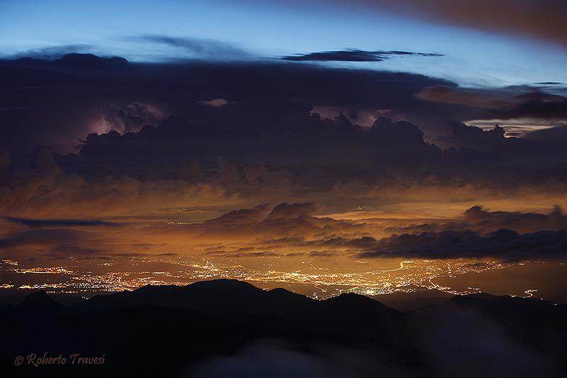 Granada bajo una tormenta eléctrica