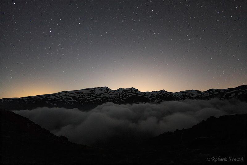 La noche sobre Sierra Nevada